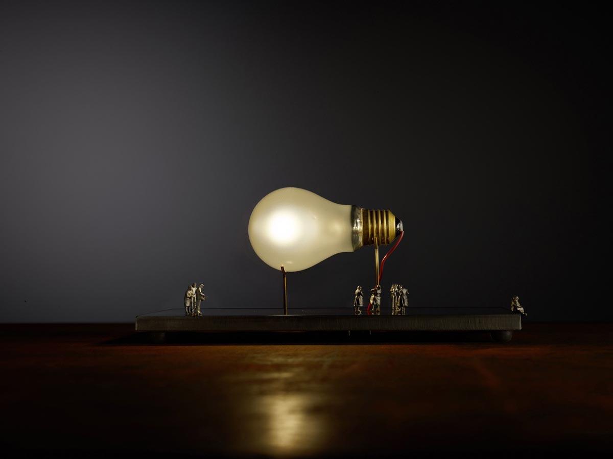 Bombillas Monument for a bulb Tischleuchte Perspektive 1