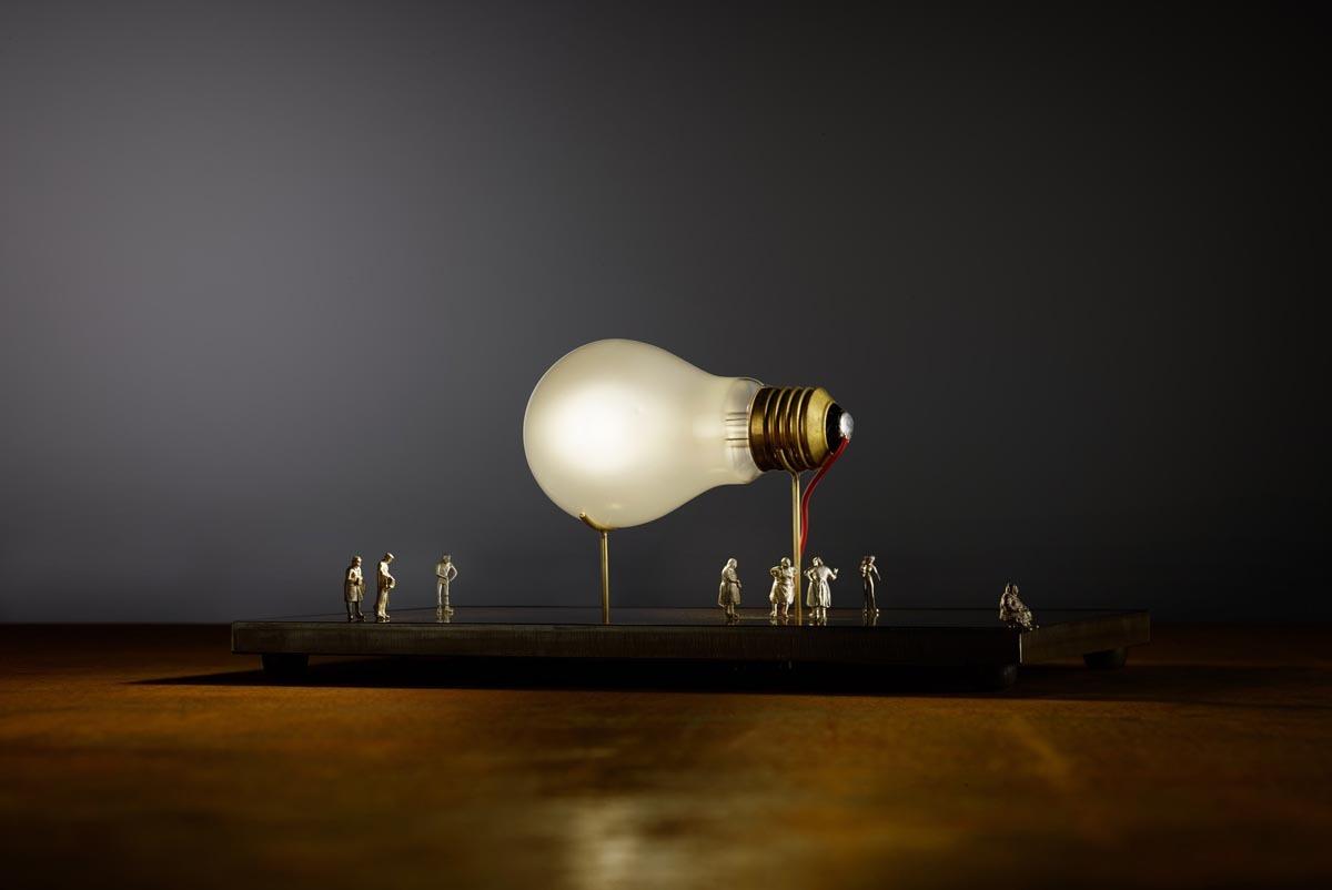 Bombillas Monument for a bulb Tischleuchte Perspektive 2