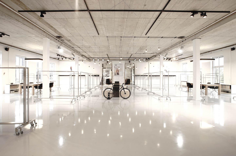 Drykorn-Showroom Beleuchtung Bombillas Ansicht ganzer Raum