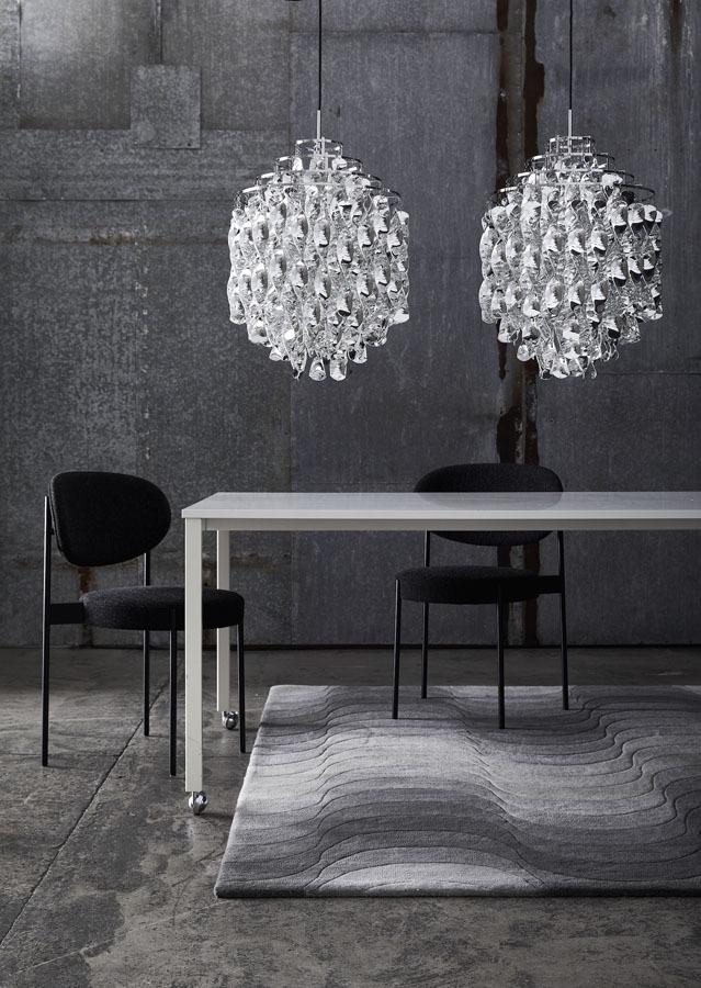 Bombillas Spiral Pendelleuchte zwei Leuchten in Kombination über einem Tisch