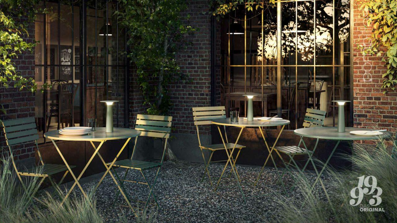 Akku-Leuchte kabellos für draußen - Sommerangebot Bombillas Rosenheim Tische auf Terrasse